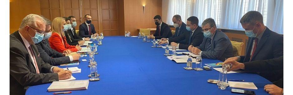 Zajednički rad dva ministarstva na pripremi udžbenika za nacionalne predmete